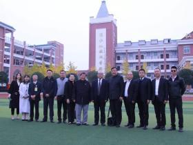 香港孔教学院汤恩佳院长一行莅临利川市清江外国语学校讲学