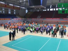 新化县政务服务中心窗口工作人员踊跃参加趣味运动会