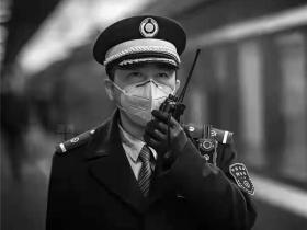 """江运权:""""磨蹭""""列车长眼中的乘客"""