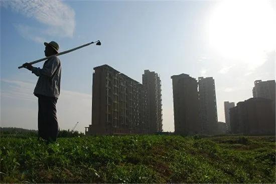 """中央党校教授警告:要给农民留条生路,""""拆村并村""""运动应适可而止"""