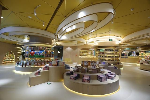 疫情后国内最大实体书店成都开业