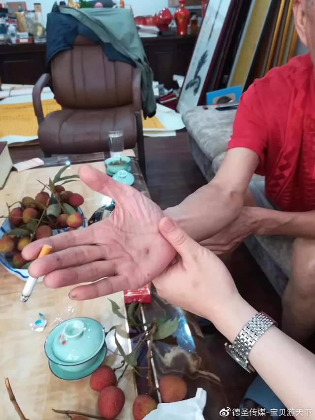 《宝贝游天下》节目组拜访大文豪宋振国老师
