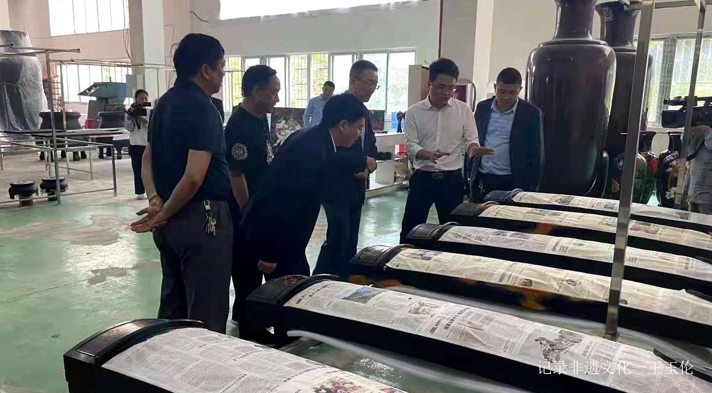 中宣部版权管理局局长于慈珂一行到大方高光彝风漆器参观调研