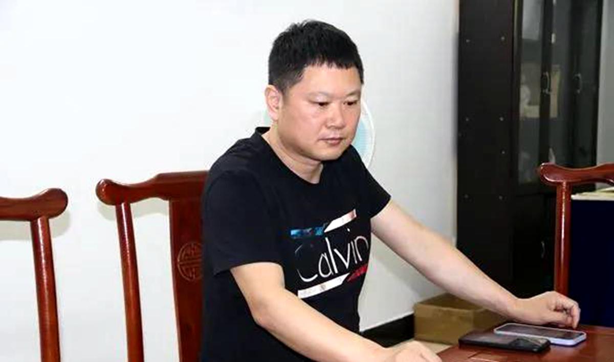 陈学刚莅临新化指导乡村振兴宣传工作